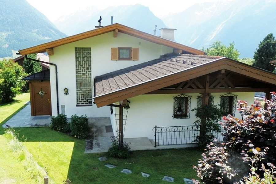 For Sale Is This Lovely Traditional Austrian House In A Very Quiet Location Neukirchen At 1100m Above Sealevel Only Few Minutes Walk From The Ski