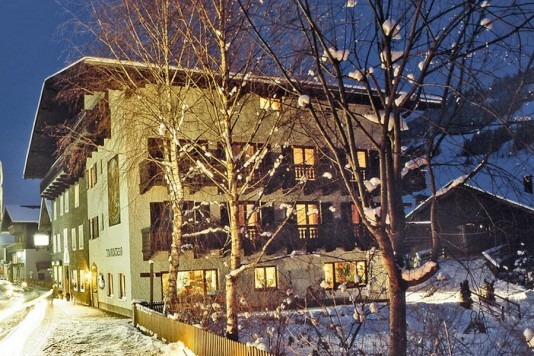 Hotel in the middle of the Ski Amade Salzburg Austria